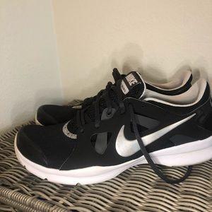 NIKE training sneakers 8.5 like new